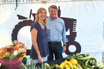 Lesley and Bill King at market