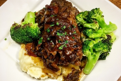 Short ribs, mashed potatoes, and steamed broccoli.